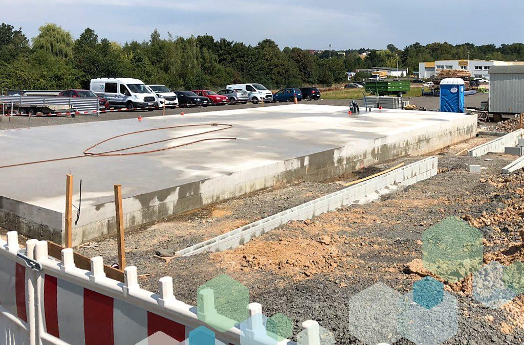 Neubau im Pool Village
